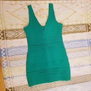 Flattering green party dress!
